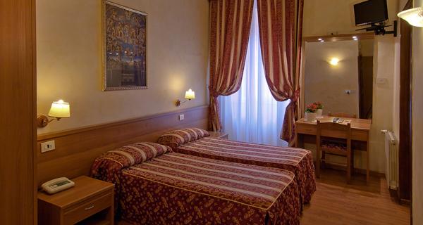 Отель Julia
